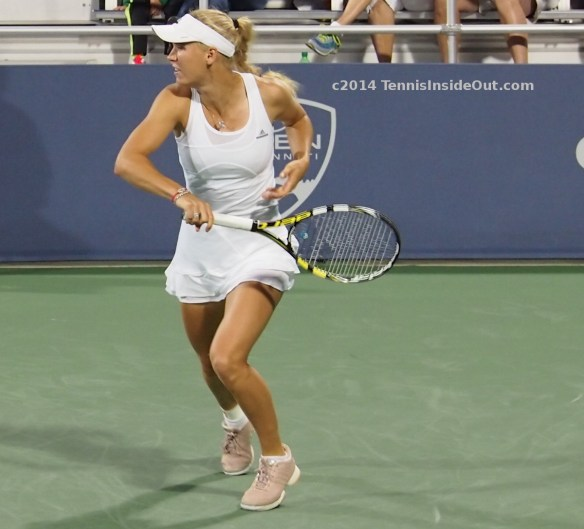 Cincinnati Premier event Caroline Wozniacki running match Zhang Court 3