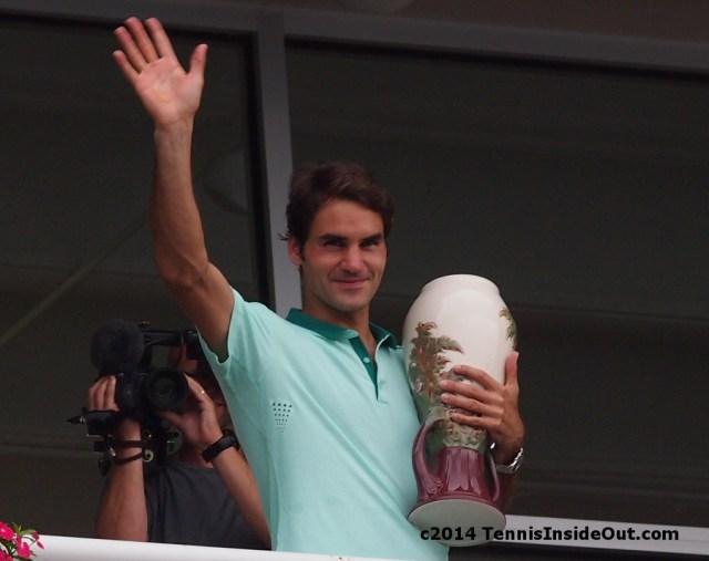 Roger Federer trophy wave
