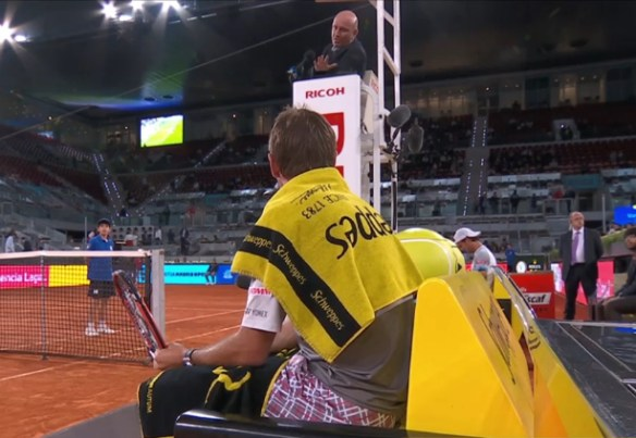 Fergus asks Stan not to swear in their argument about the lights on court, Madrid 2015 pics photos screencaps images