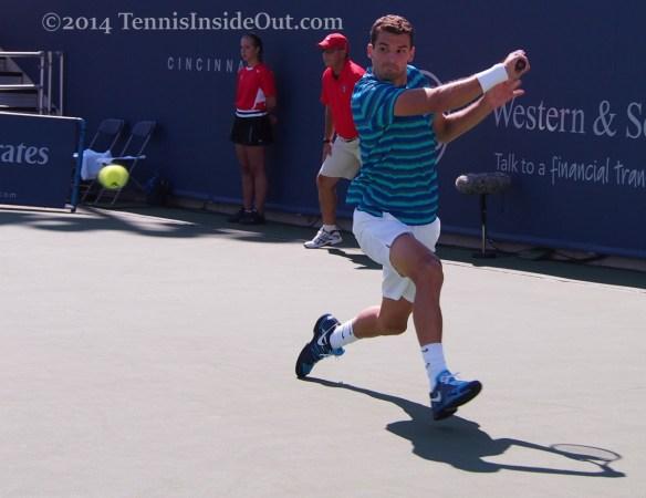 Grigor Dimitrov running backhand white shorts turquoise stripes Cincinnati Masters pics