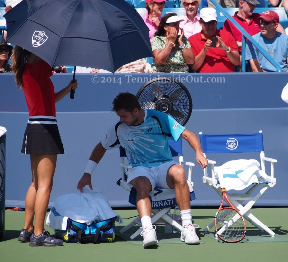 Western and Southern Open Cincinnati Masters changeover Stan Wawrinka Stanislas towel ball girl tanned legs photos pics images