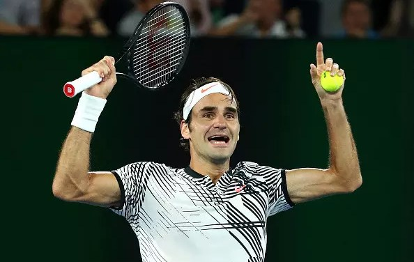 Federer hangs on to win