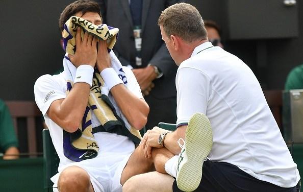 Wimbledon | Djokovic suffers injury scare