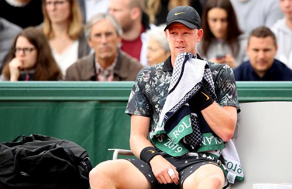 Paris | Edmund's knee strikes again