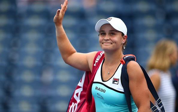 Toronto   Barty crashes out