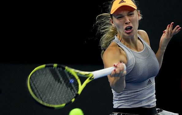 Beijing | Barty and Wozniacki reach China semi-finals