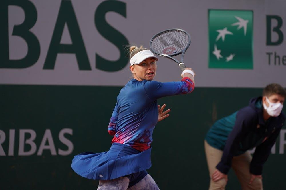 Dart falls, as Zvonareva and Errani move into Paris QR3