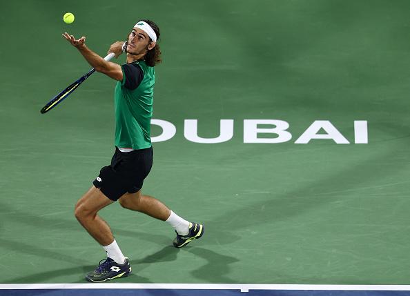Qualifier Harris leads the way into the Dubai quarter-finals