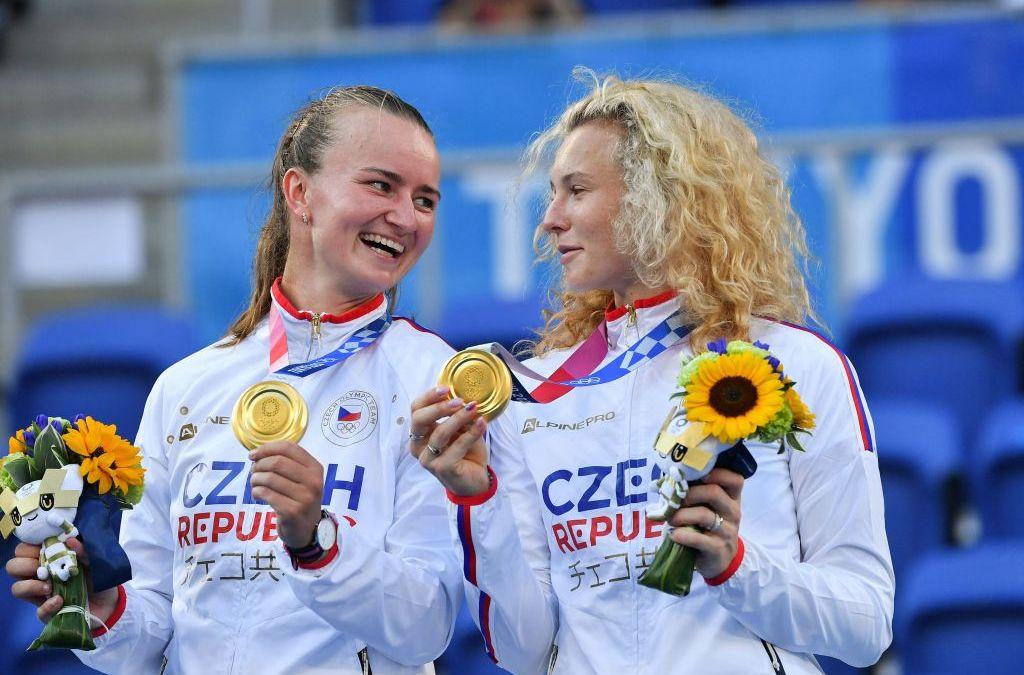 Krejcikova & Siniakova take Gold at Tokyo 2020