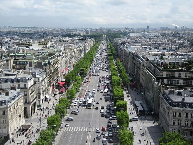 Things to do in Paris - Visit the Champs-Élysées