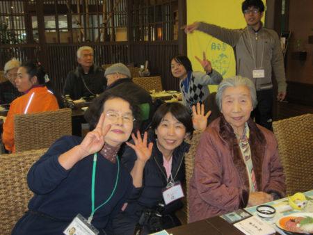 トラベルヘルパー1級の堤玲子さん(写真・中央)