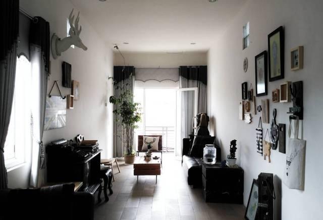 Interior ruang santai rumah Bondan Mardanni