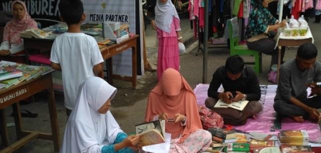 Foto: Stand NgabubuRead Komunitas Baca Bersama di Kampung Ramadhan Kauman Banjarnegara 1438H (dokument pribadi)