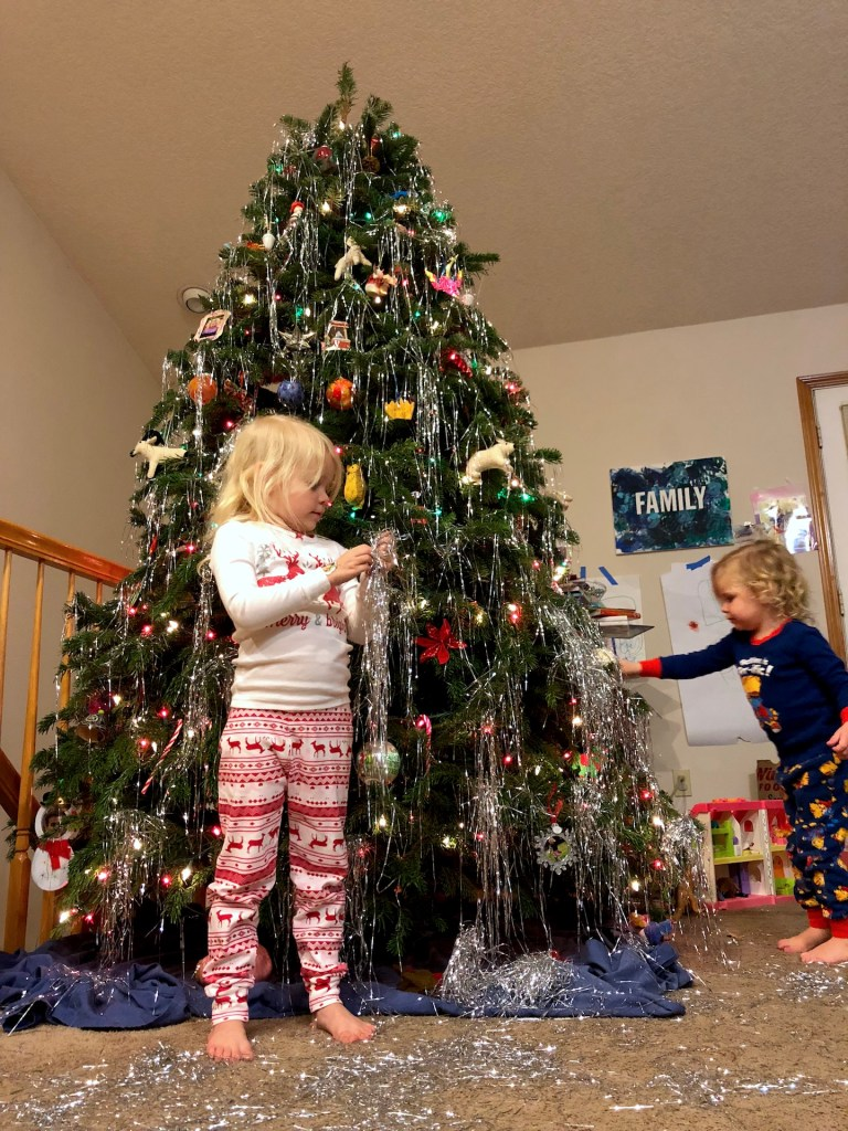 How to decorate the perfect Christmas tree with kids. Ten Thousand Hour Mama