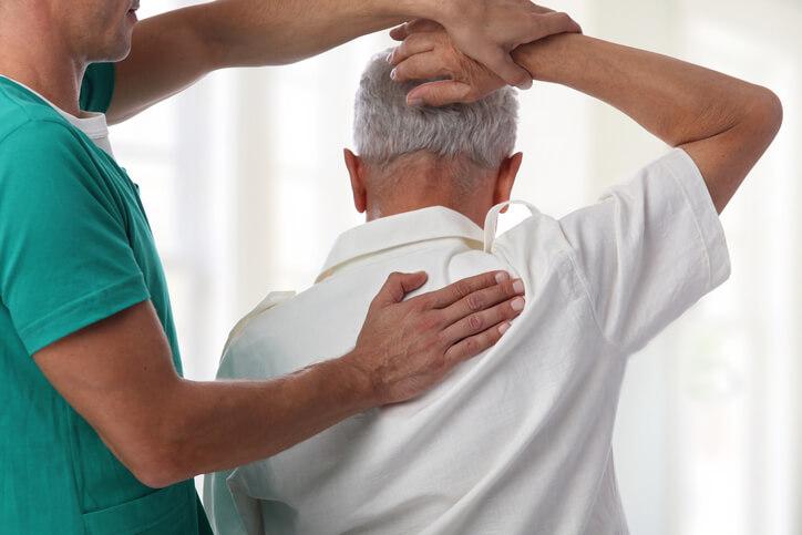 《五十肩》原因や治療法は?一瞬で治す方法もご紹介していきます!   TENTIAL[テンシャル] 公式オンライン ...