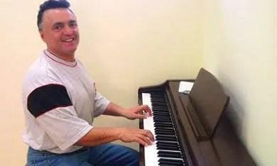 Yashar playing therapeutic piano