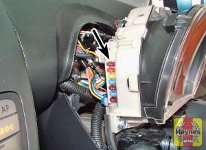 Citroen C1 (2005  2014) 14  Fusebox and diagnostic socket locations  Haynes Publishing