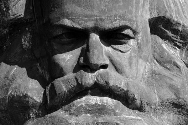 Marx e a crítica da autonomia da consciência