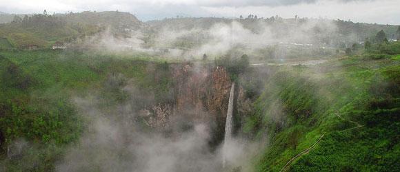 air terjun sipiso piso kabanjahe - tempat wisata di medan
