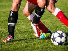 Teknik Dasar Sepak Bola Lengkap Dengan Penjelasannya!
