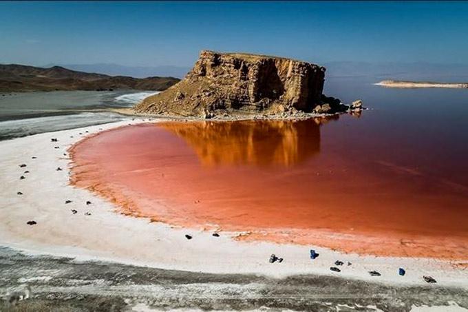 Les eaux rouges de l'Ourmia, le 4 juillet 2016 Tasnim News via Wikimedia Commons