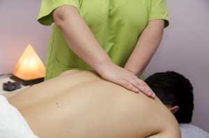 sesión de masaje en espalda