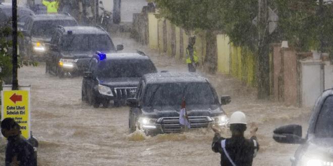 Rombongan Jokowi Terobos Banjir Kalsel, Istana: Semua Aman Terkendali, Presiden Sudah di Jakarta