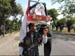 Sambut HUT RI Ke – 74, Seorang Pria Jalan Mundur Tulungagung – Jakarta