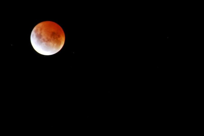 Photograph a blood moon