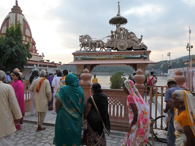 Arriving at Parmath Niketan Ashram on the Ganges for the evening Aarti