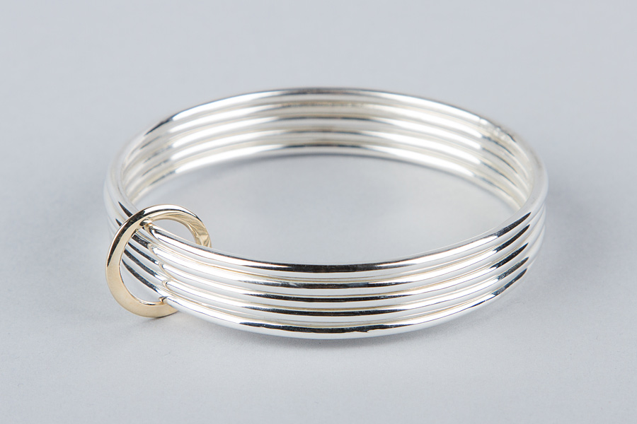 Multiple bands silver bangle