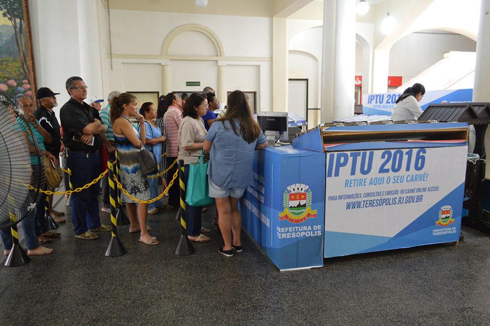 População aproveita desconto e paga IPTU em cota única