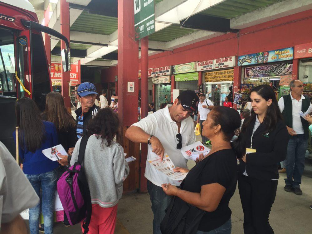 Saúde faz ação educativa na rodoviária contra o mosquito Aedes aegypti