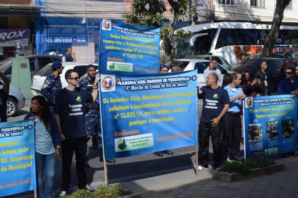 Marcha Azul Marinho acontece em Teresópolis