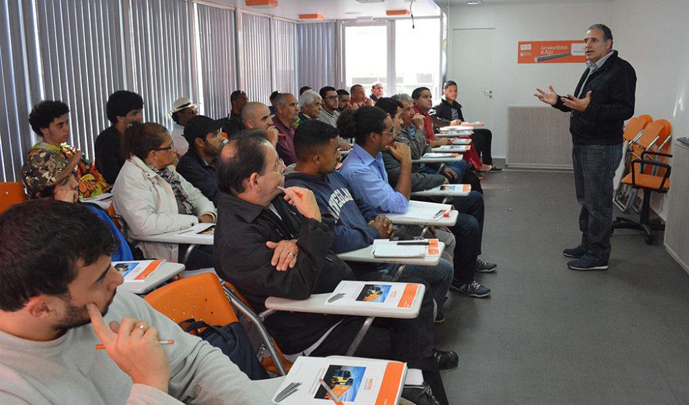 Profissionais participam de curso voltado para construção civil