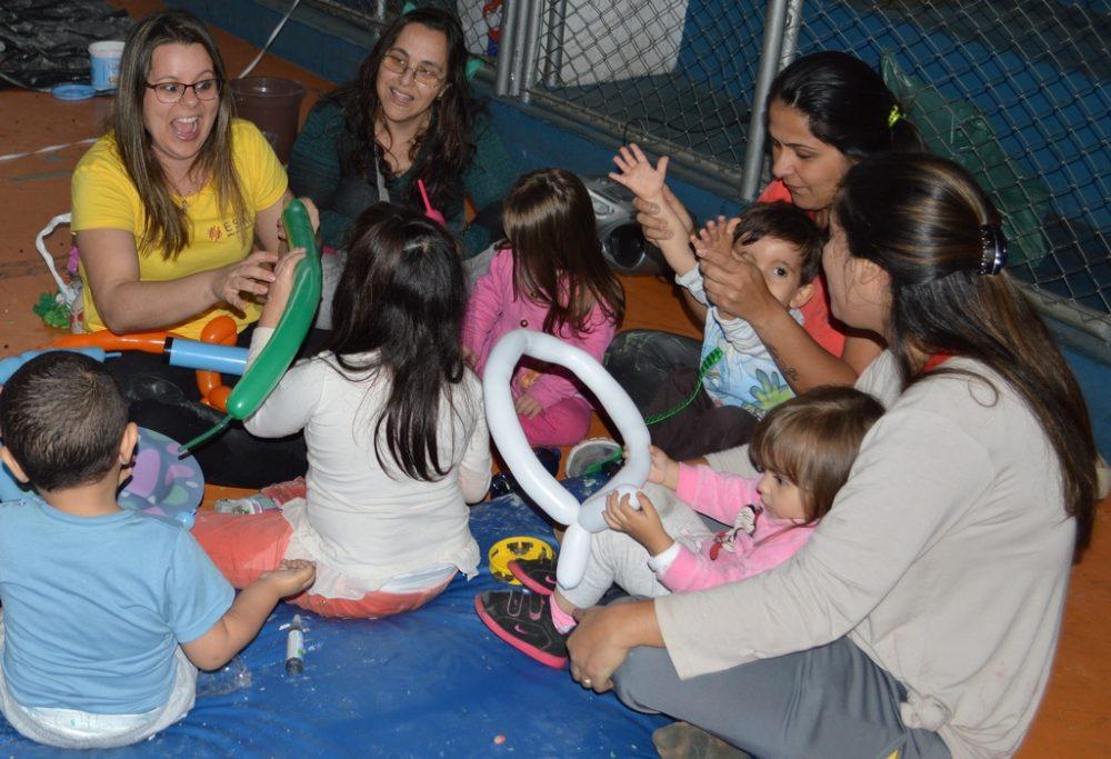 Crianças especiais participam de atividades lúdicas e interativas no Pedrão