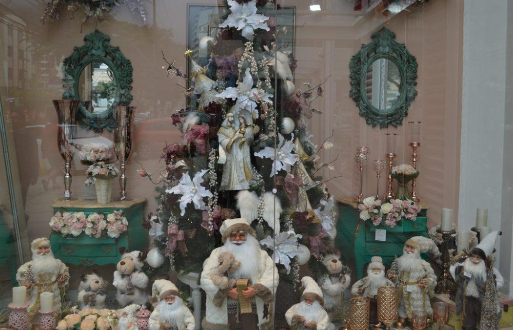 """Entre lojas e edifícios, Riga Decorações e Centro Comercial Person vencem o Concurso de Decoração do """"Natal Encantado em Teresópolis"""