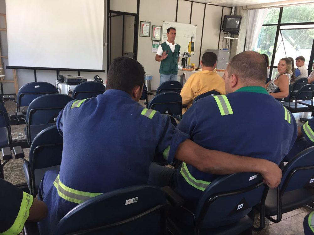 Prefeitura realiza palestra para funcionários de empresa de ônibus