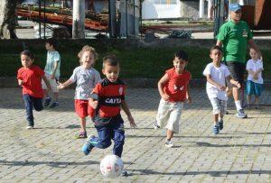 'Brincando com Esporte': projeto garante diversão em 4 praças da cidade