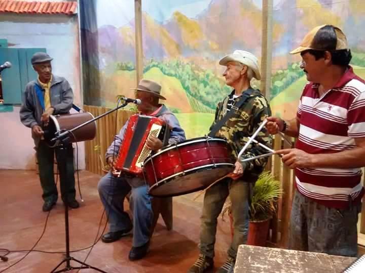 """""""Cultura de Raiz"""" em homenagem às festas juninas levou 16 atrações à Casa de Cultura"""