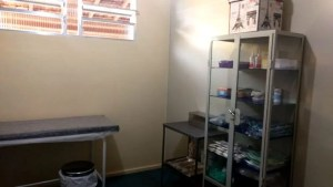 Saúde reforma sala de curativos da UBS de Bonsucesso em parceria com setor privado