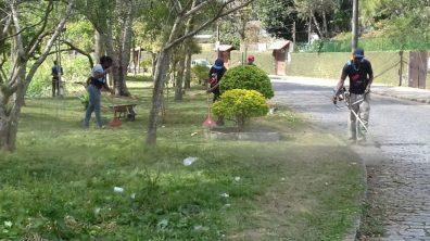 Equipe de Parques e Jardins faz Faxinaço na Rua Beira Rio, em Fátima