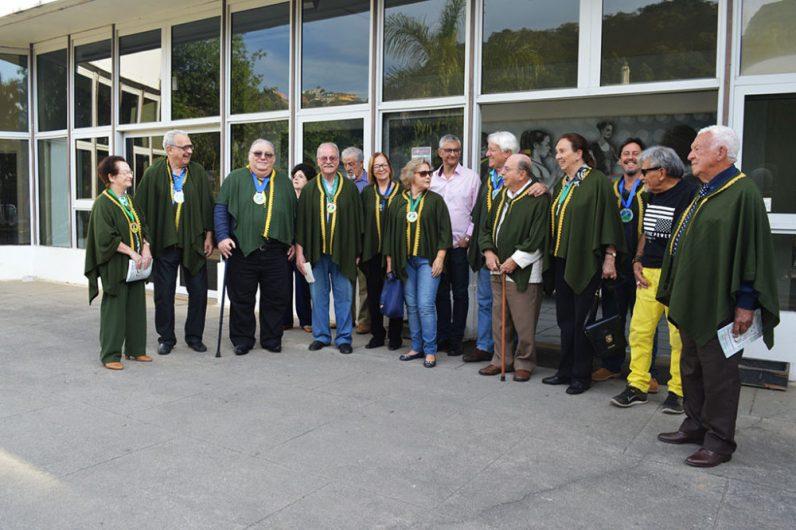 Secretário municipal de Cultura Márcio de Paula (ao centro) com membros da ATL