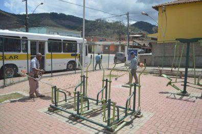 Praça Samuel de Paula Macário, em Bonsucesso, recebe capina, roçada e varrição