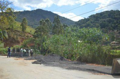 O local da lixeira também ganhou aterramento do solo e colocação de fresa