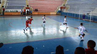 Equipes Sub-09 do Teresópolis e da AABB/Ponto Futuro jogam pela 6ª rodada do Carioca de Futsal, no Ginásio Pedrão