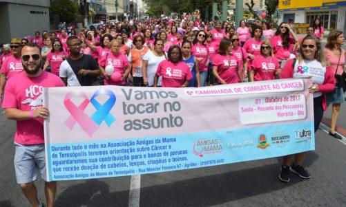 Caminhada contra o câncer mobiliza cerca de mil pessoas, segundo organização