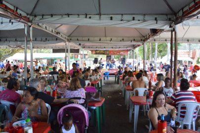 'Virada Cultural' garante ambiente alegre e divertido para visitantes da Feirinha do Alto neste domingo