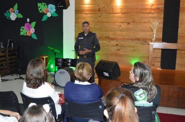 Tenente Barros, da Polícia Militar, destaca a importância do Conselho para receber as demandas de toda comunidade escolar