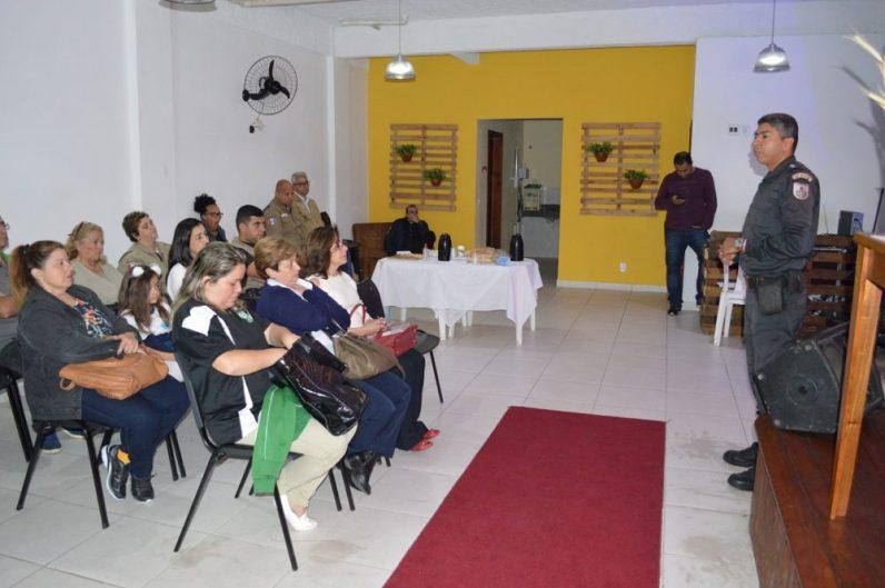 Guarda Civil Municipal, Polícia Militar e representantes de escolas públicas e particulares reunidos em mais um encontro do Conselho Comunitário Escolar